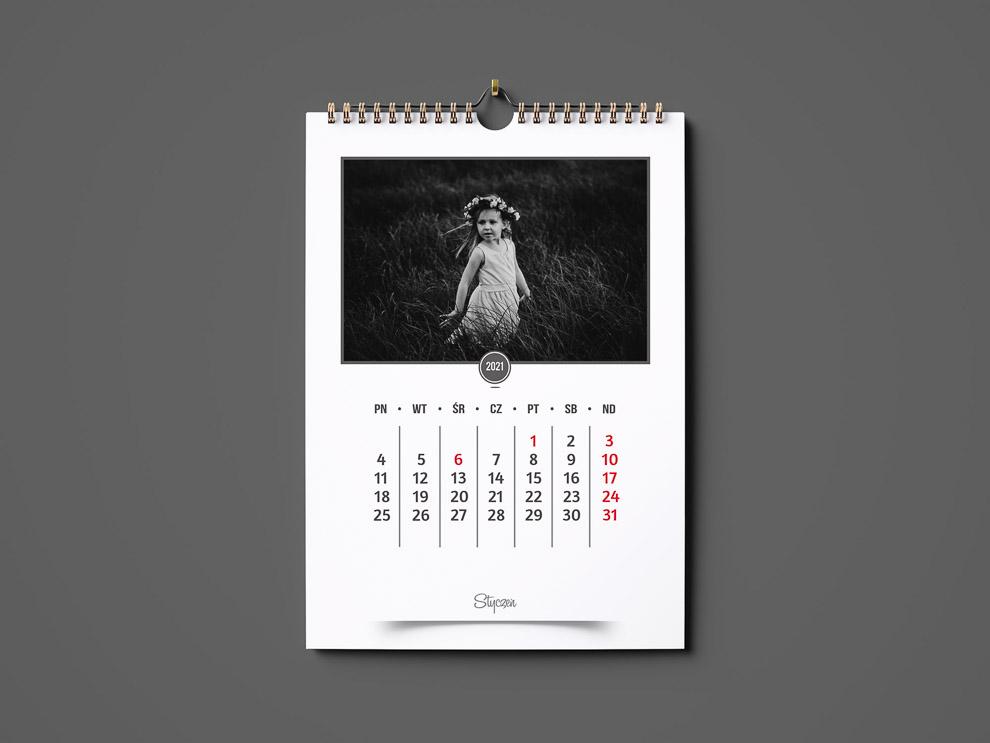 pionowy kalendarz A3 2021